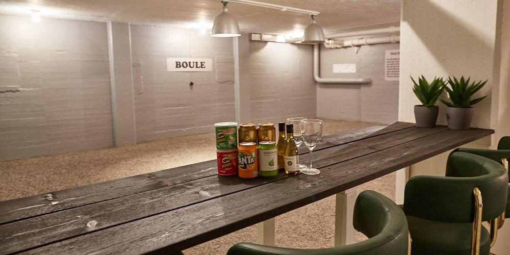 Det går bra att beställa dryck till boule rummet